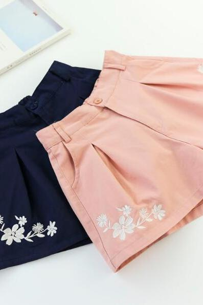 Retro Flower Embroidery Wide Leg Shorts