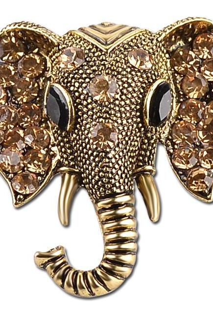 Retro style elephant brooch pin with diamond