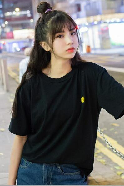 Women summer cute smiling face Embroidery short sleeve T-shirt