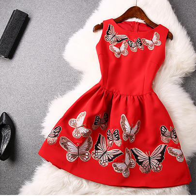 The New Spring 2015 Heavy Butterfly Embroidery Lace Back Stitching Sleeveless Dresses