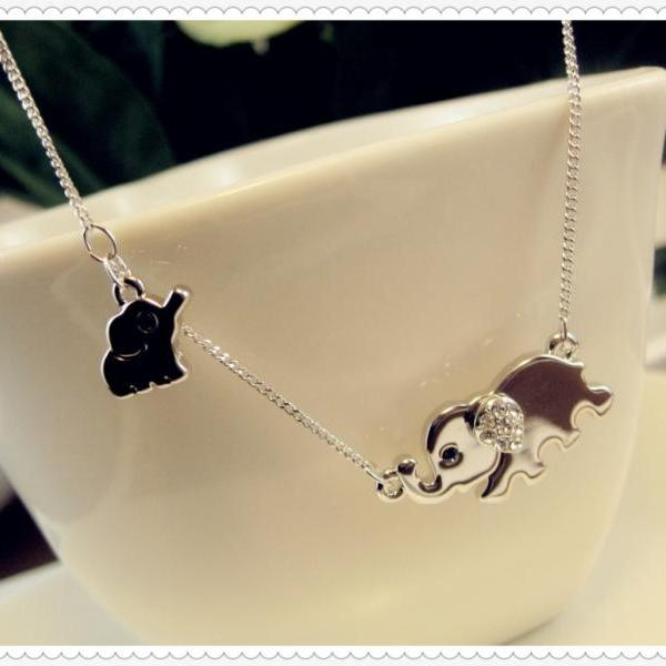 2015 New fashion Elephant Family Necklace